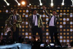 Bruno Mars performs during the Pepsi Super Bowl XLVIII Halftime Show, Saint Laurent Metallic One-Button Blazer