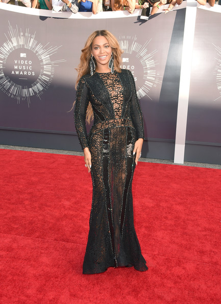 Beyonce in a Nicolas Jebran dress, Christian Louboutin heels and Lorraine Schwartz earrings