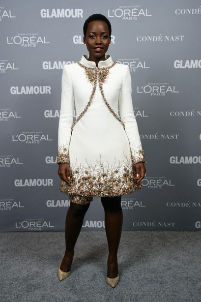 Lupita Nyong'o in Chanel Couture at the 2014 Glamour Women of the Year awards ceremony - get her holiday beauty look