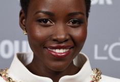 Get Lupita Nyong'o's perfect holiday makeup look!