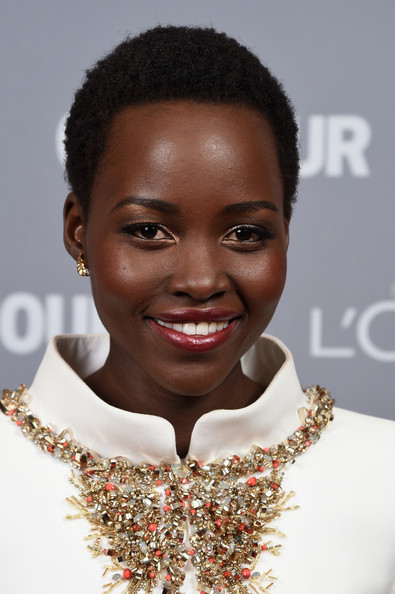 Lupita Nyong'o in Chanel Couture at the 2014 Glamour Women of the Year awards ceremony - get her holiday makeup look