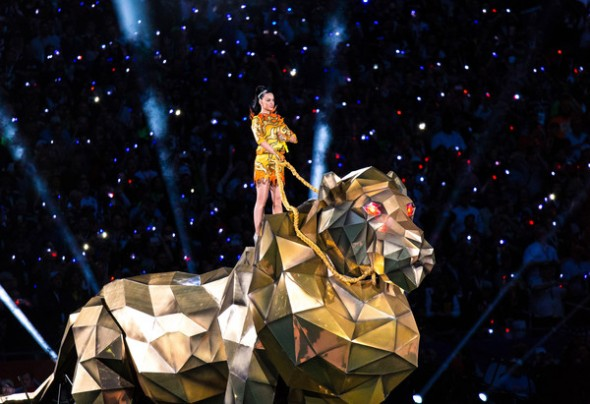 Katy Perry Rocks Out in Jeremy Scott for Super Bowl XLIX - Katy Perry performs at the Pepsi Super Bowl XLIX Halftime Show - Roar