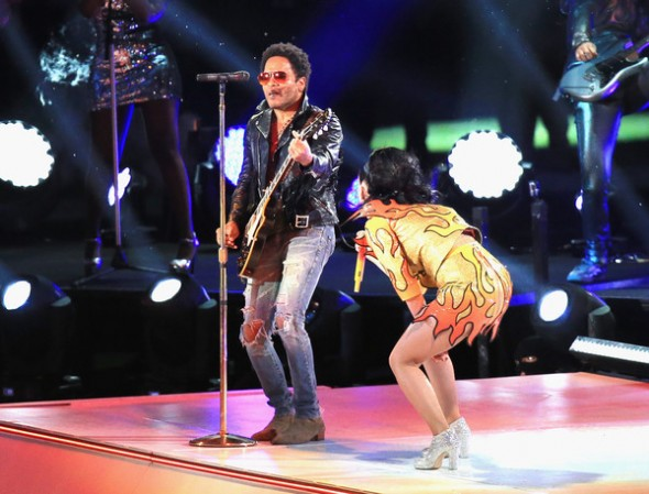Lenny Kravitz and Katy Perry performs at the Pepsi Super Bowl XLIX Halftime Show - I Kissed a Girl