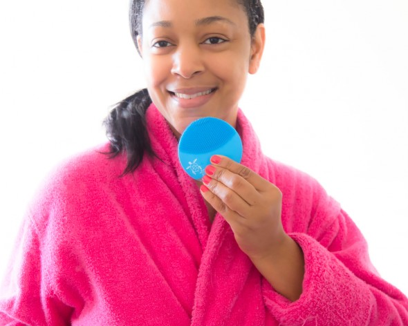 Haute beauty device review of the FOREO LUNA mini 2 Save the Sea Special Edition