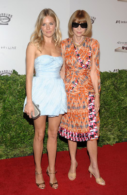 sienna-miller-and-editor-in-chief-of-vogue-anna-wintour
