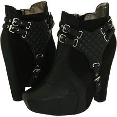 9143346f99e843 Sam Edelman  Zoe  boots cause a stir - What s Haute™