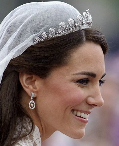 diamond oak leaf and acorn earrings Kate Middleton by Robinson Pelham Photo