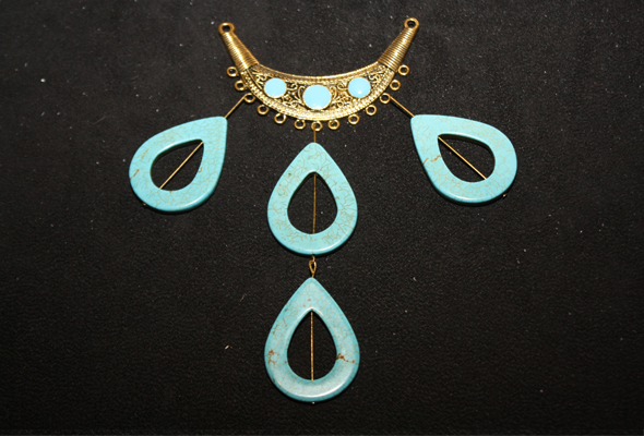 Adding-turquoise-howlite-to-plate