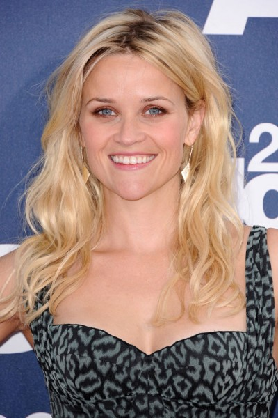 Reese Witherspoon beachy waves hair