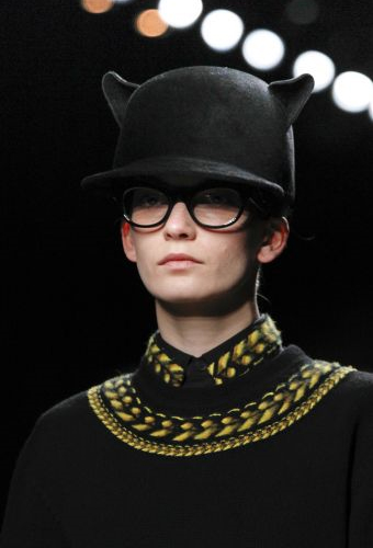 Givenchy-Wool-'Cat'-Hat-in-black-on-the-runway