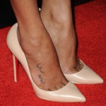Zoe-Saldana-in-Christian-Louboutin-nude-pink-Pigalle-pumps-at-Colombiana-Los-Angeles-premiere