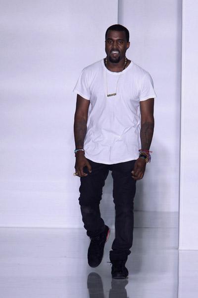 Kanye West to show at Paris Fashion Week