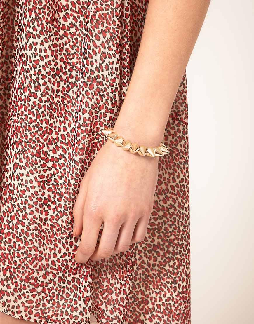 bracelet on wrist - photo #10