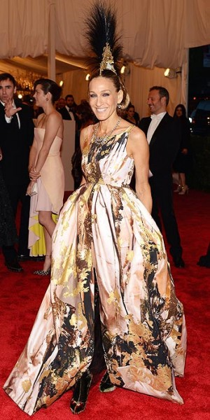 Sarah Jessica Parker in Philip Treacy and Giles Deacon