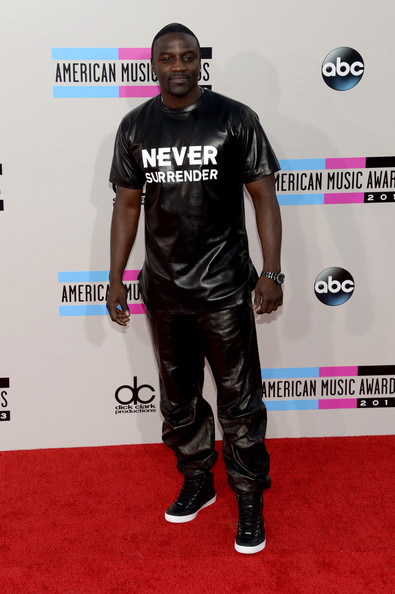 Akon attends the 2013 American Music Awards