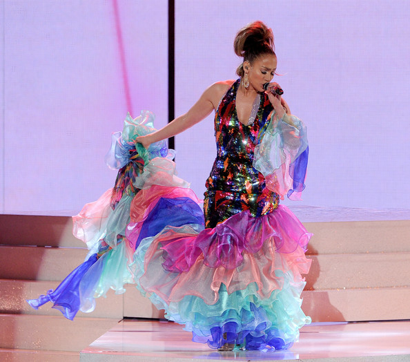Jennifer Lopez performs onstage during the 2013 American Music Awards 2