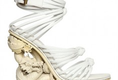 Sculptural shoes, Oscar fashion, runway reviews and more on this week's Shopping & Goodies