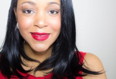 "Valentine's Day Beauty Tutorial: Creating ""Looks to Love"" with Maybelline"